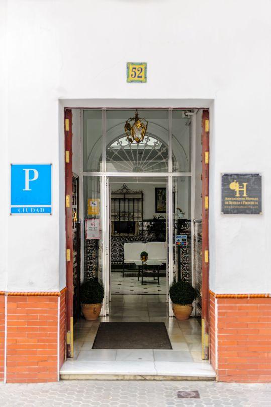 Puerta Gravina 52 de Pension Gala Sevilla